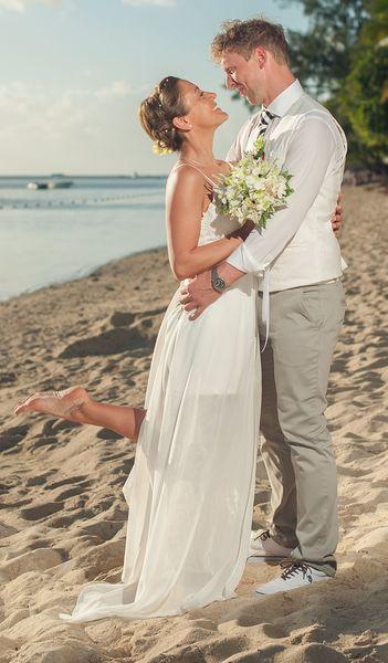Braut mit dezentem Haarschmuck