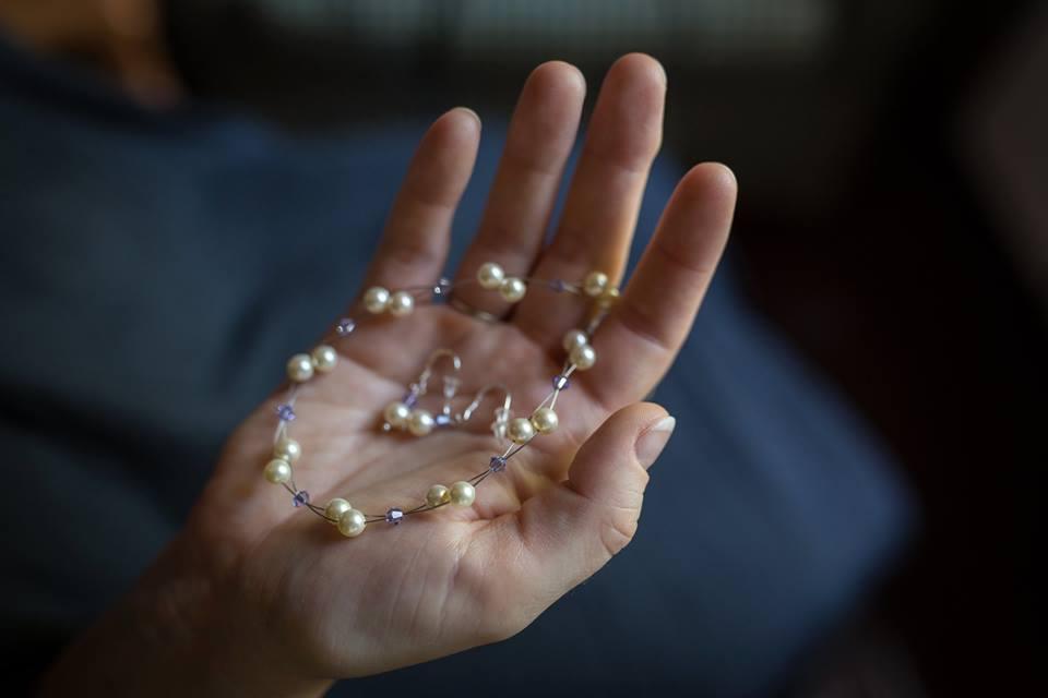 Brautkette mit fliederfarbenen Kristalllperlen