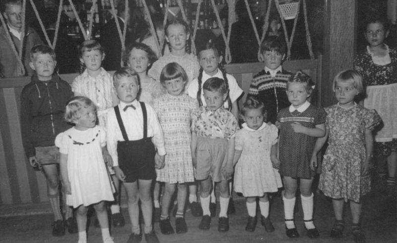 Kinder beim Schützenfest 1957