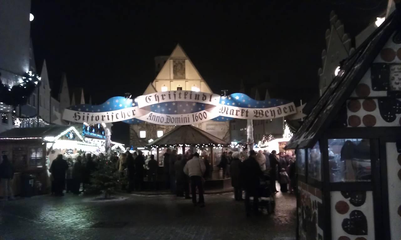 Christkindl- und Weihnachtsmarkt in Weiden in der Oberpfalz - Eingang