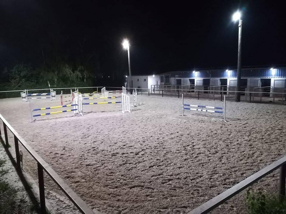 Sandplatz bei Nacht