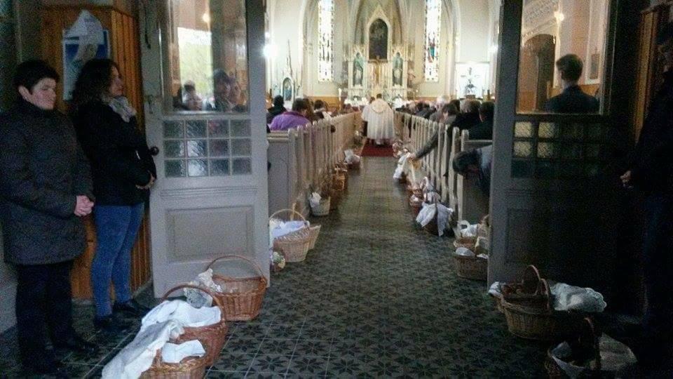 A húsvéti eledel megszentelése .