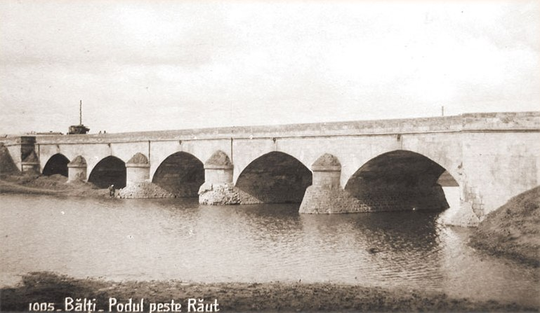 Pod peste Răuț.
