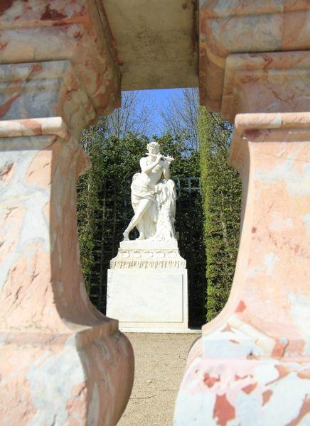 Blick auf die Skulptur Acis -- © 2010 by J.S.