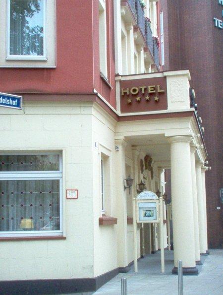 Seitenansicht Eingang Hotel Essener Hof