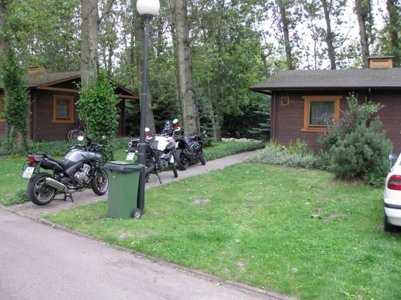 "Parken vor unserer ""Hütte"""