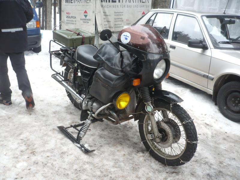 Schneeketten und Ski, ist das noch ein Motorrad?