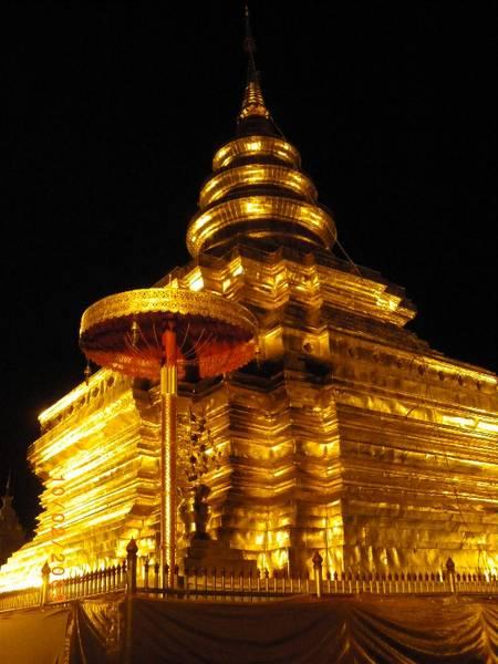 Chomtong bei Nacht