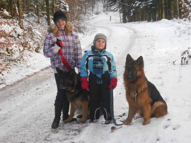 Lisa mit Akira und Tobias mit Wendy im Dezember 2012
