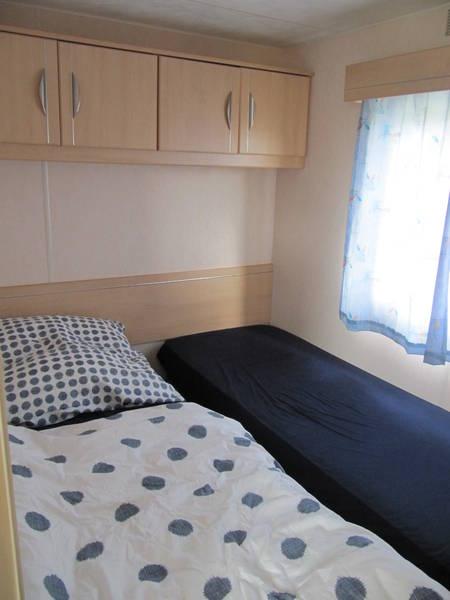 Kinderzimmer mit getrennten Betten
