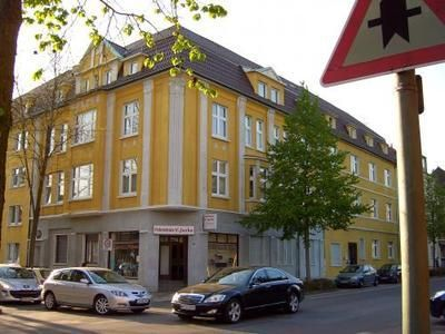 Schloßstraße 24.