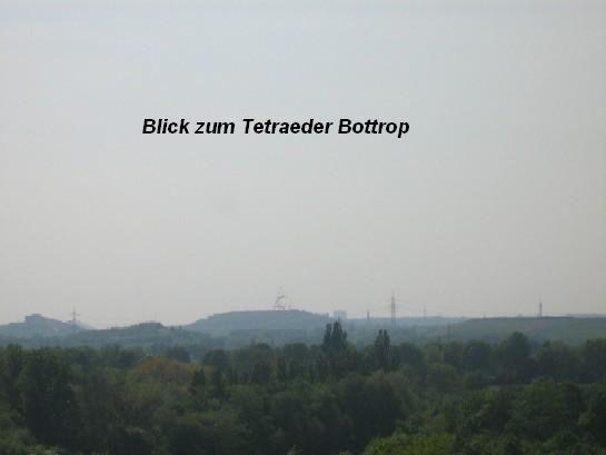 Blick zum Tetraeder nach Bottrop