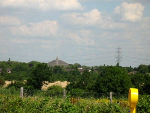 Blick zum Himmeltor (Halde der Zeche Rhein Elbe)
