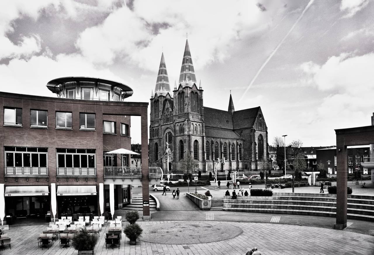 Blick von der Clemens Galerien auf die Clemens Kirche und den Alex