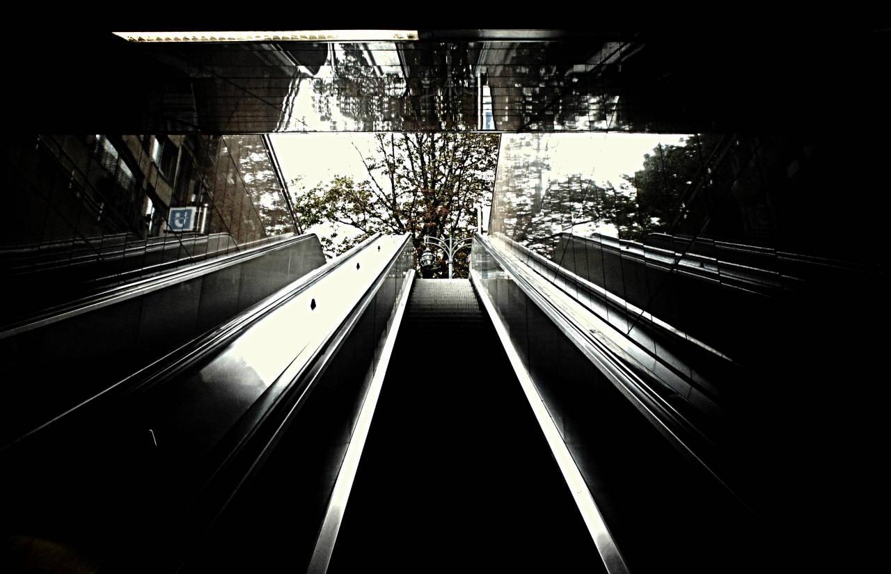 Rolltreppe U-Bahnstatdion Düsseldorf