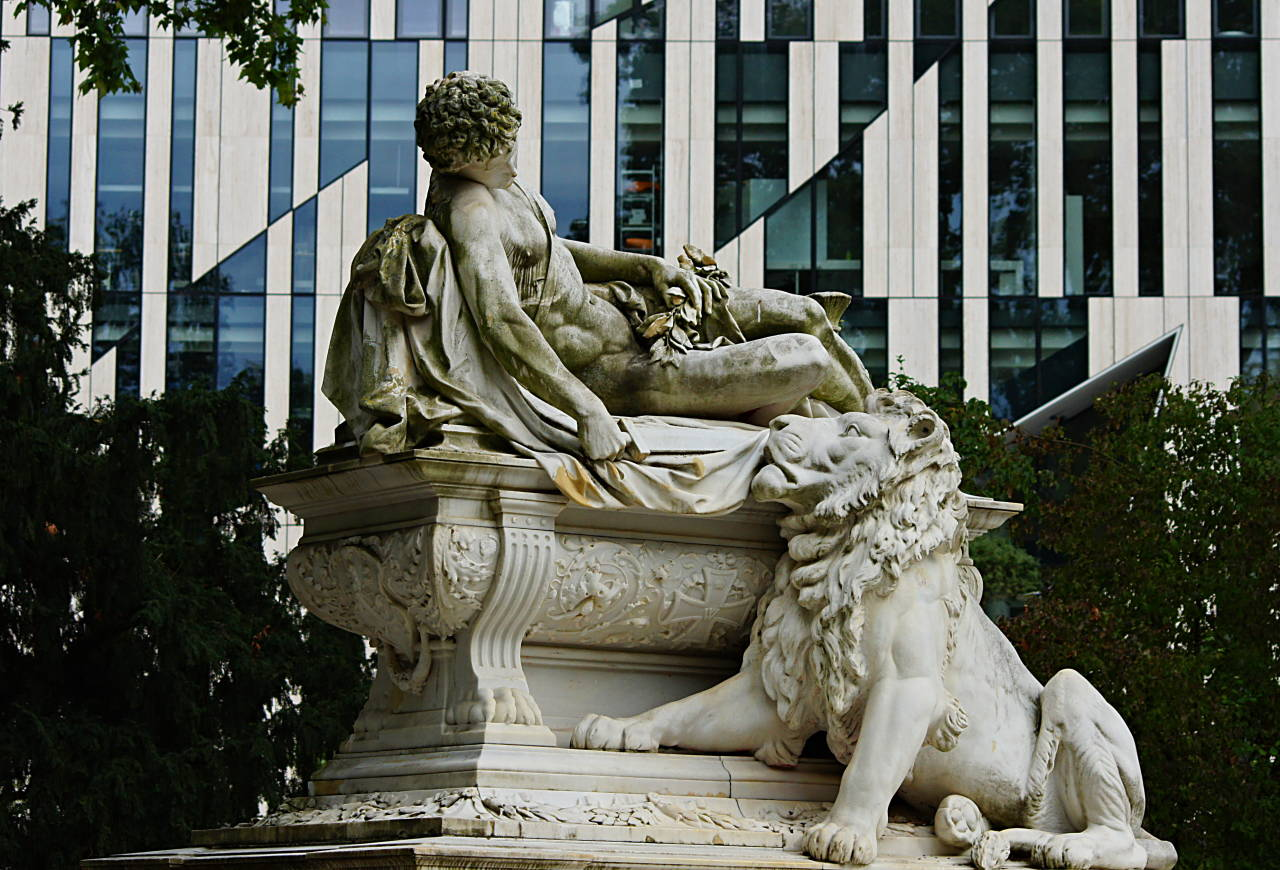 Statue am Kö Bogen Düsseldorf