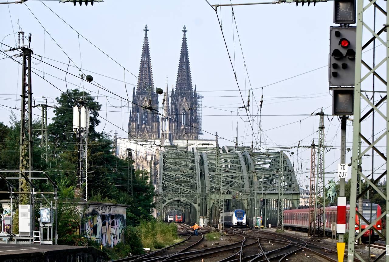 Angekommen am Bahnhof Köln Messe / Deutz - Bahnhof in Deutz 2016