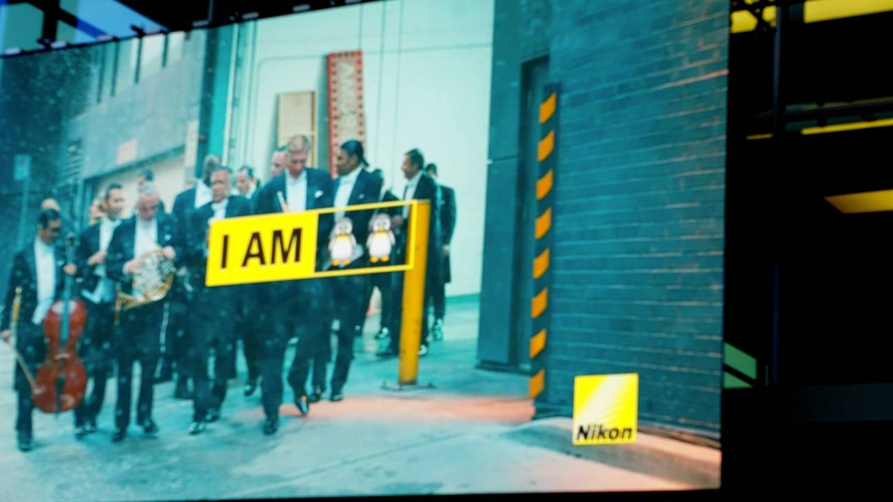 LED Monitor von Nikon bei der Photokina am Eingang