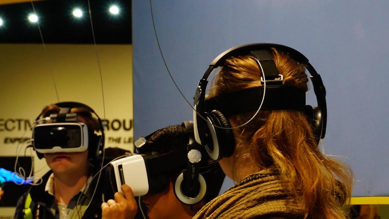 Wenn man Lust hatte, so konnte man auch mal die VR Brille ausprobieren / Photokina 2016