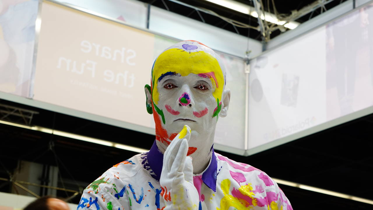 Ein als Clown verkleidetes männliches Model  / #Photokina #nrw #Germany #Messe #Köln #Deutz #Fotografie #Model #Clown