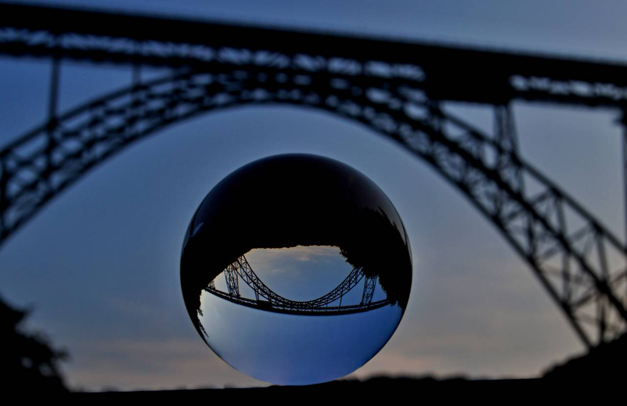 Solingen Müngstenerbrücke Bridge Glaskugel Kristallglas Schienen Brücke NRW Germany