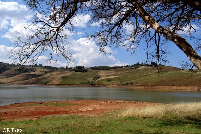Ein kleiner Stausee auf dem Weg zum Royal Natal NP - Bell Park Dam