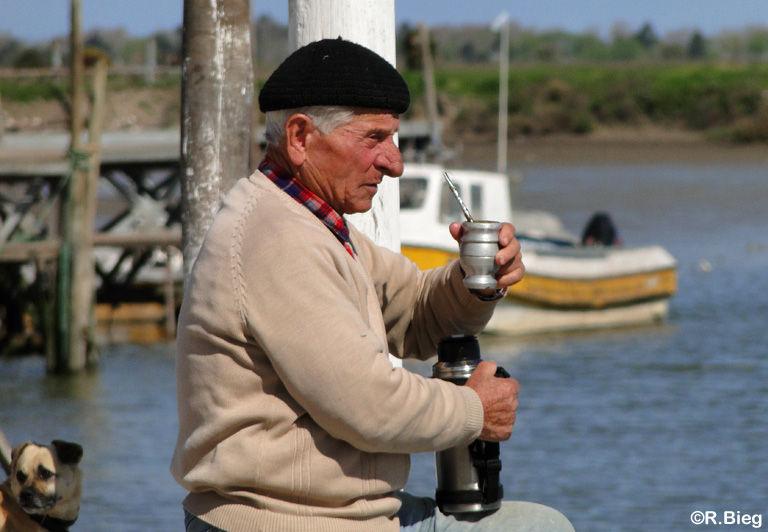 Die Argentinier lieben ihren Mate-Tee im typischen Becher mit Trinkhalm