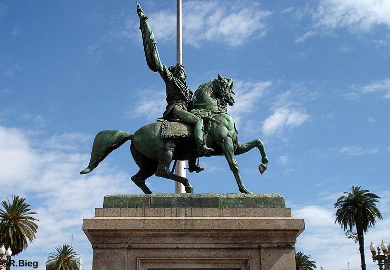Denkmal an der Plaza