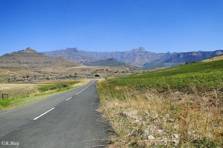 Die Straße vom Hotel zum Nationalpark