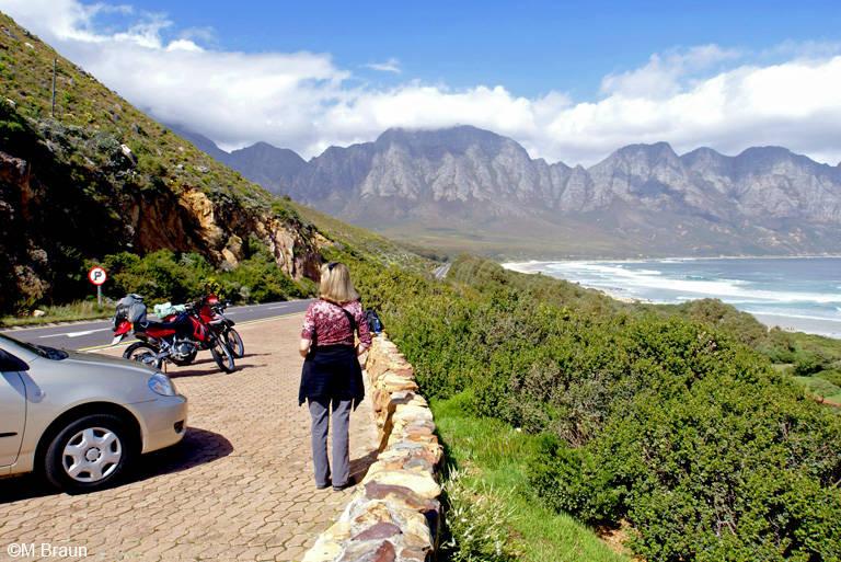 Die Küstenstraße bietet immer wieder schöne Ausblicke