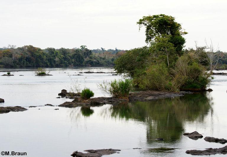Eine Brücke führt über den Fluß zur Garganta del Diablo