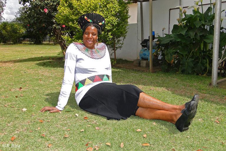 Die Zulu-Angestellte holte extra ihren Schmuck hervor