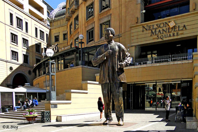 Am Nelson Mandela Square