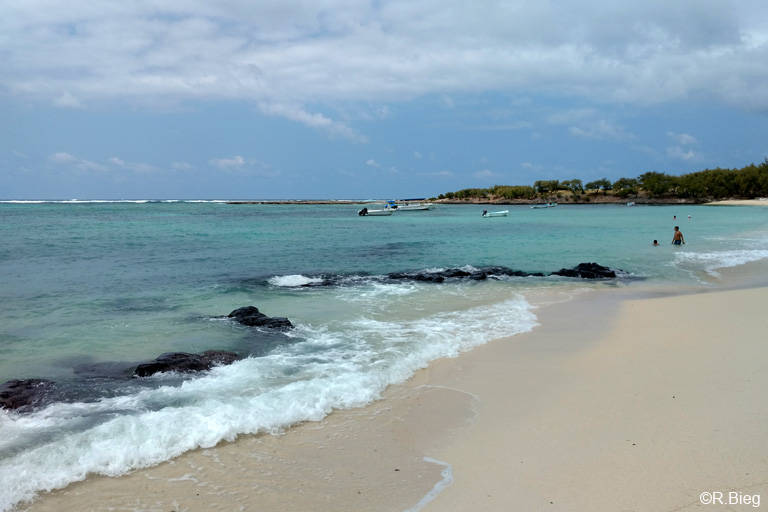 Ein wenig  Strandleben beim Cotton Bay Hotel
