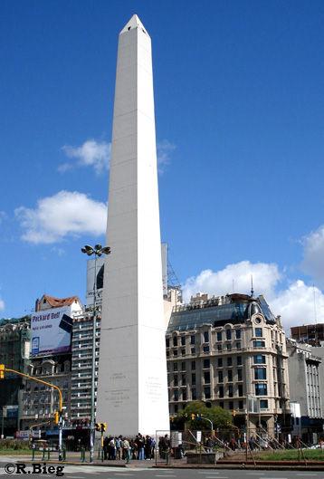 Der bekannte Obelisk an der Avenida 9 de Julio