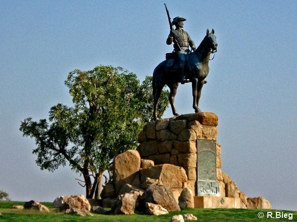 Das Reiterdenkmal vor der Alten Feste - inzwischen ist es abgebaut