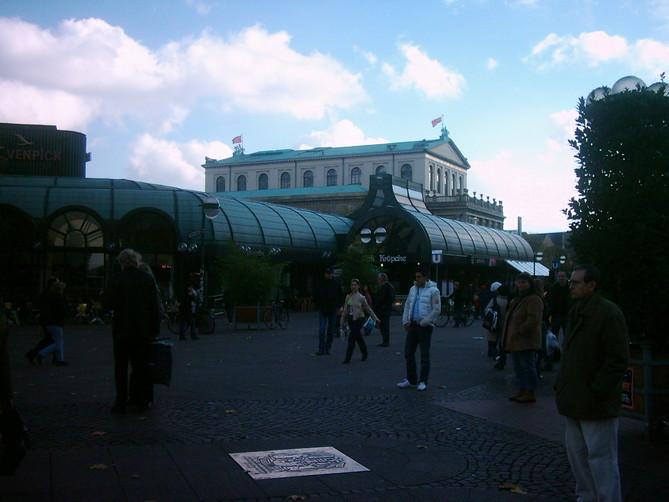 Hannovers beliebte und belebte Mitte: der Kröpcke mit dem Opernhaus
