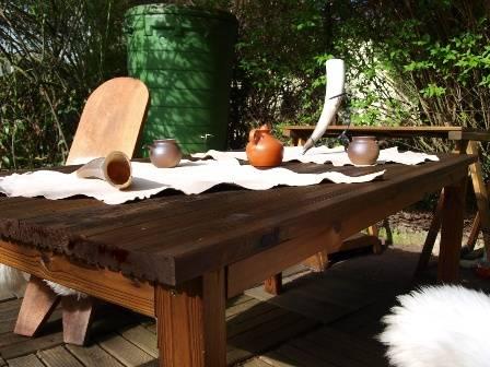 also das kann sich schon mal sehen lassen f r das erste mal einen tisch zu bauen so denken wir. Black Bedroom Furniture Sets. Home Design Ideas