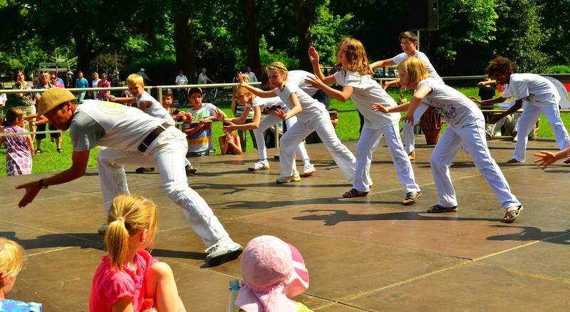 Kinder Capoeira Auftritt Masala
