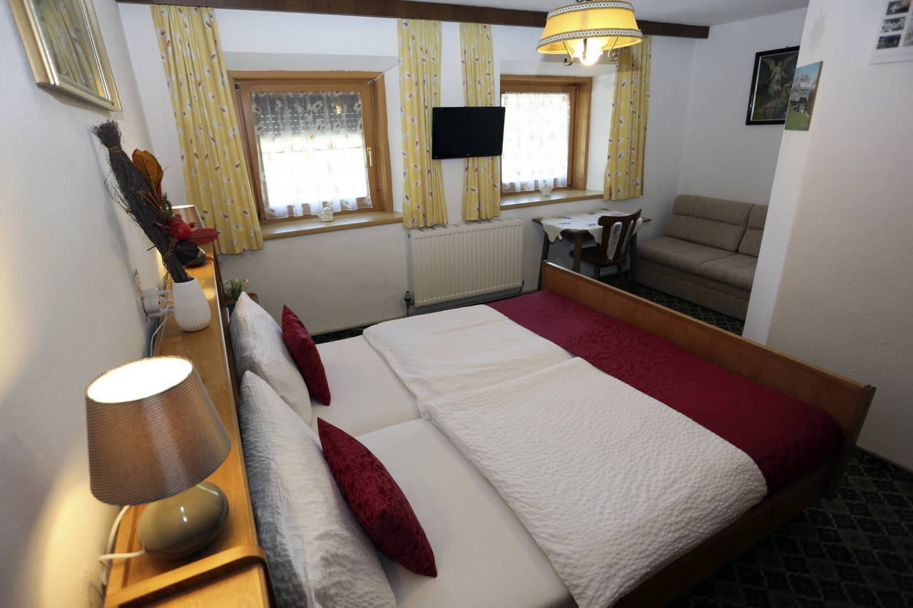 Zimmer Ferienwohnung am 1 Stock mit Badezimmer.