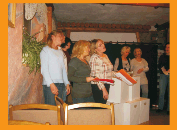 Die Proben finden auf dem Gelände des Bergmannsverein statt, dessen Mitglied sie auch sind
