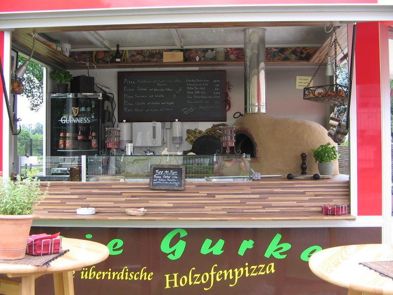 Die Pizzaküche - La Cucina Pizza Foodtruck mit Holzofen Pizza