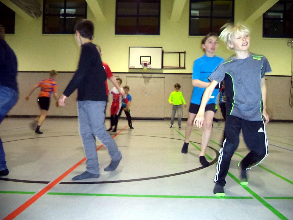 Liniensprünge - Überkreuzbewegung & kognitive Übung