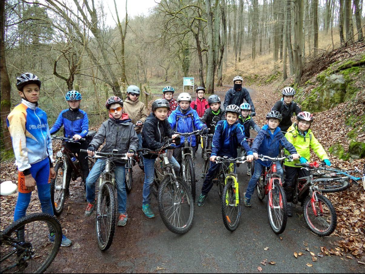 Radfahren im Gelände mit Schülern im Alter von 7 bis 13 Jahren - 2016 -