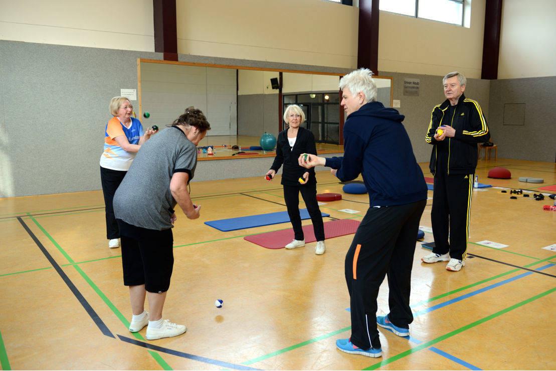 Parallelball - eine ungewohnte Bewegung kann das Gehirn mitunter fordern