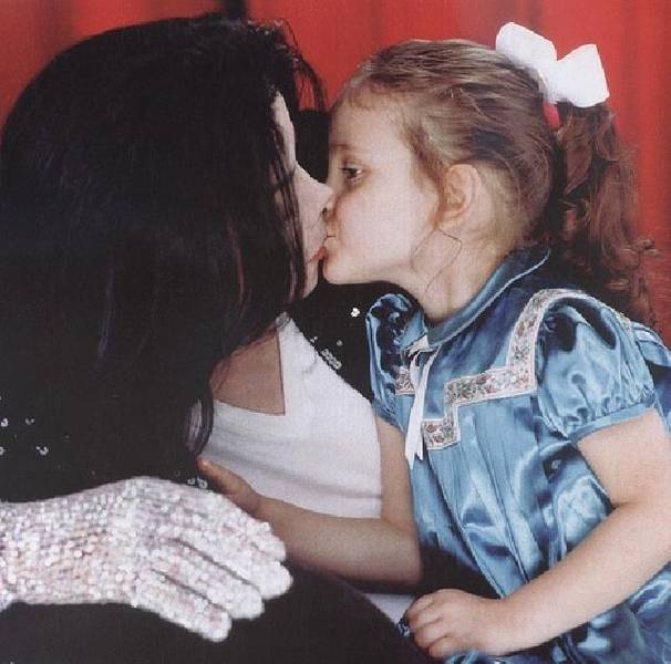 Denkmal Fuer Michael Jackson In Muenchen Michael Jackson