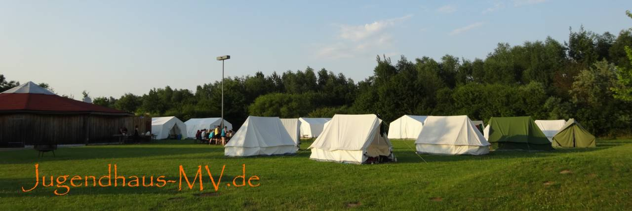 Zeltplatz auf dem Außengelände unserer Jugendbildungsstätte (Jugendherberge, Grillhalle, Gruppenzelte zum Verleih, Flutlichtanlage)