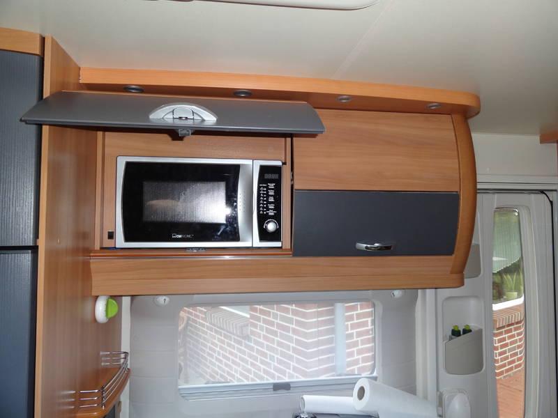 mikrowelle wo einbauen und welches ger t hobby wohnwagen. Black Bedroom Furniture Sets. Home Design Ideas