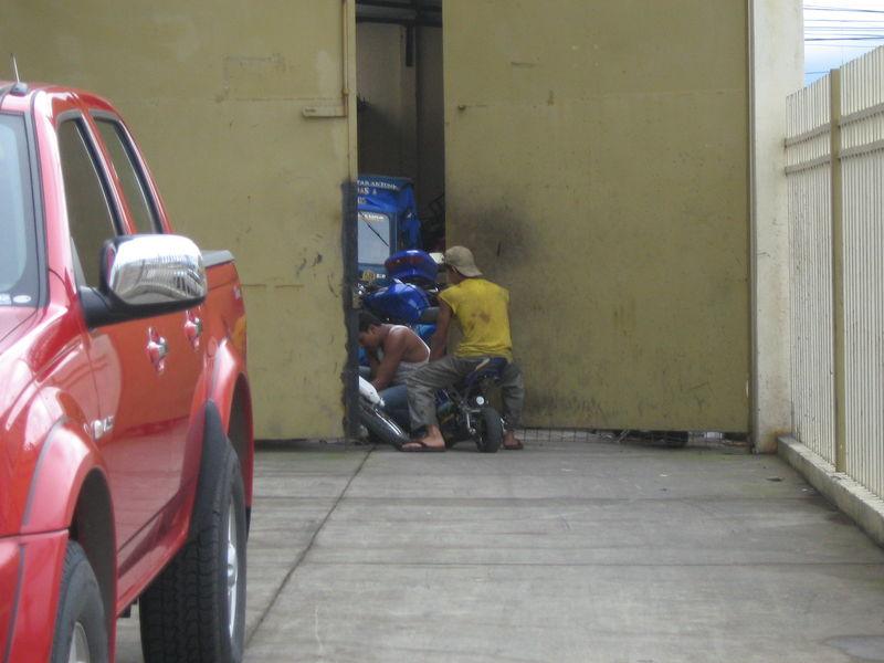 qualifizierte Mechaniker bei der Arbeit