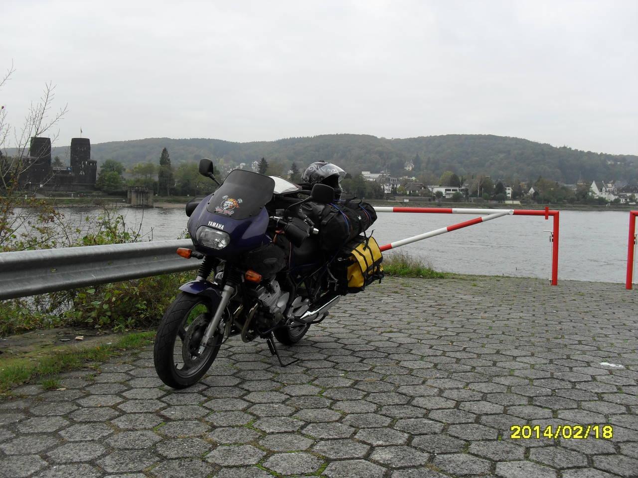 Pause am Rhein auf dem Weg zum Treffen